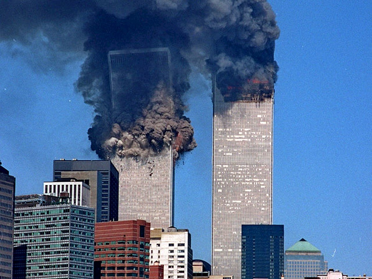Pictures of the twin towers collapsing Cached