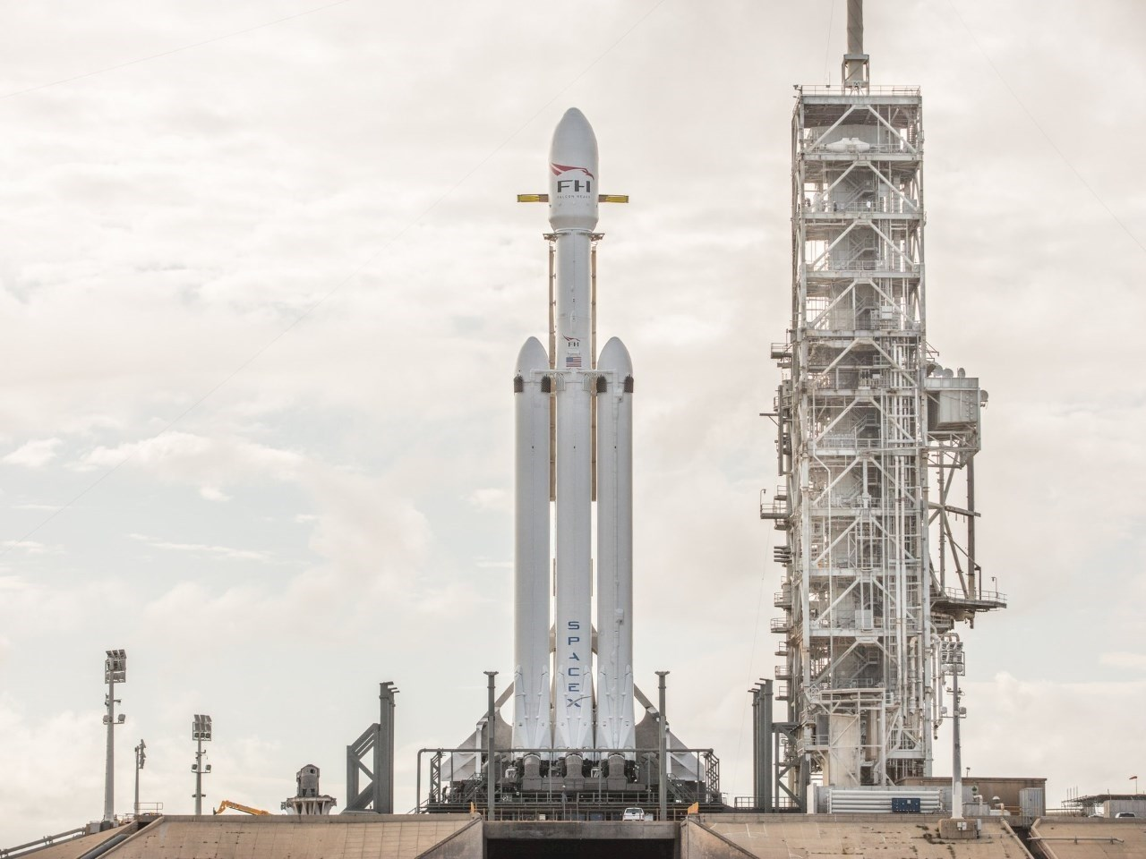 Falcon Heavy on the launch pad at Cape Canaveral